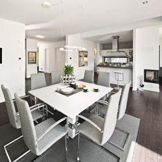 Architect-designed prefab home Bungalows, Surface Habitable, Concept Architecture, Prefab Homes, Architect Design, Dining Table, Interior Design, Building, Furniture