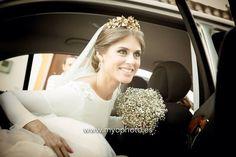 Arancha vestida de JLu Zambonino con #diadema de Rocio Porres Joyas #Boda #Novia  www.rocioporresjoyas.com