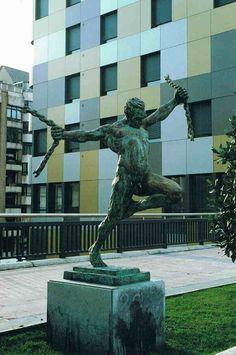 LIBERTAD de Luis Sanguino (1999) en la Avda.Fundación Principe de Asturias.