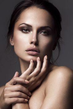 Beauty, by Patrick Styrnol, on Behance. Model Poses Photography, Girl Photography Poses, Poses Headshot, Portrait Poses, Beauty Portrait, Female Portrait, Go Feminin, Hands On Face, Art Visage