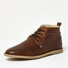 Leather upper with fleece lining Round toe Lace-up fastening Leather lining Back tab