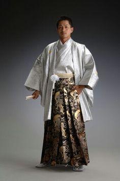 Men's Kimono (Kimono is more formal that the Yukata, which is used more for summer festivals) Japanese Men, Japanese Fashion, Asian Fashion, Japanese Clothing, Chinese Clothing, Fashion Beauty, Yukata, Look Kimono, Male Kimono