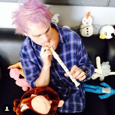 Michael can play recorder, i can play recorder. Coinsedince?? i think not