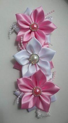 Best 12 Kanzashi DIY Ribbon Flower with Beads Tutorial – Video Diy Ribbon Flowers, Fabric Flower Headbands, Satin Ribbon Flowers, Cloth Flowers, Kanzashi Flowers, Giant Paper Flowers, Ribbon Art, Ribbon Crafts, Flower Crafts