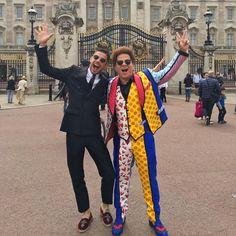 Romero Britto usando o terno da Dolce & Gabbana