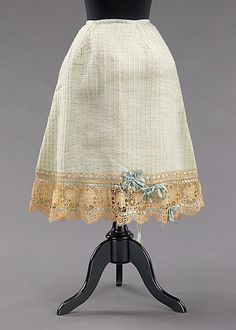 Petticoat Date: ca. 1903 Culture: American Medium: wool, silk, cotton Dimensions: Length at CB: 26 in. Vintage Corset, Vintage Underwear, Vintage Lingerie, 1900s Fashion, Edwardian Fashion, Vintage Fashion, Retro Fashion, Womens Fashion, Women's Dresses