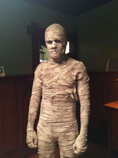 Are you in search of some amazing Halloween costume ideas? We have collected 25 of the best Halloween costumes to inspire you! Mummy Costume Women, Diy Mummy Costume, Diy Costumes, Costume Ideas, Homemade Costumes, Homemade Halloween, Group Costumes, Halloween Men, Family Halloween Costumes