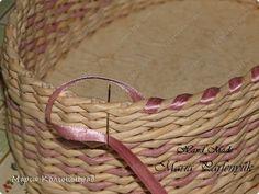 Поделка изделие Плетение Предновогодние работы Бумага газетная Трубочки бумажные фото 12