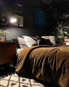 20 Neutral Bedroom Design and Decor Ideas to Add Simplicity and Charm to Your Bedroom - The Trending House Neutral Bedroom Decor, Home Decor Bedroom, Bedroom Ideas, Dark Home Decor, Bedroom Designs, Modern Bedroom, Hygge Home, Dark Interiors, Luxurious Bedrooms