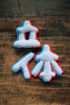 Knitted 3D anaglyph katakana (!!! so many good things in that one description)