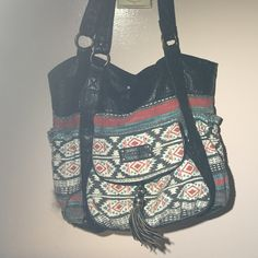 Cute summer tote This tribal print bag makes the perfect tote for any beach day or summer occasion. Billabong Bags Totes