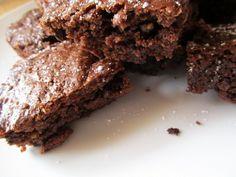Vegan backen: Brownies for Dummies Desserts, Food, Vegan Baking, Cake, Food Food, Tailgate Desserts, Meal, Dessert, Eten