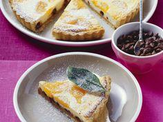 Käsekuchen mit Mandarinen und Schokosplittern | http://eatsmarter.de/rezepte/kaesekuchen-mit-mandarinen-und-schokosplittern