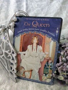 23 May – Wednesday, 4 - The Queen (woman, fertility, feminine power, sexuality, friendships) - Another reminder that it is okay to delegate some things in your life. Embrace your inner Queen – you are important, too! Treat yourself to a fun activity, or pampering session, like a manicure or massage. You are worth it. (Colette Baron-Reid, card deck, ©2007 Hay House Publishing)