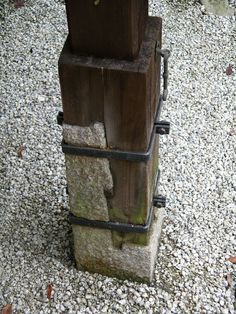 Granite to wood lap joint for support post secured with iron clamps. Granite to wood Detail Architecture, Wood Joints, Wood Post, Wood Stone, Post And Beam, Wood Construction, Joinery, Wood And Metal, Wood Turning