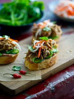Pork Banh Mi Bites- A Take on Tapas Banh mi.Shredded vietnamese mini pork bites on sliced french breadBanh mi.Shredded vietnamese mini pork bites on sliced french bread Vietnamese Banh Mi, Vietnamese Recipes, Asian Recipes, Vietnamese Sandwich, Pork Recipes, Vietnamese Cuisine, Mi Recipe, Banh Mi Sandwich, Food Porn