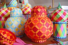 Make woven paper balls, and more! | How About Orange