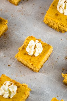 ***Easy Pumpkin Cheesecake Bars ~ with a buttery graham cracker crust are easy and so delish! Top with whipped cream and garnish with pumpkin pie spice and you've got yourself the ultimate fall dessert recipe! Pumpkin Cheesecake Bars, Cheesecake Recipes, Raspberry Cheesecake, Fall Dessert Recipes, Fall Desserts, Bar Recipes, Cooking Recipes, Graham Cracker Crust, Graham Crackers