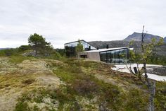Built to last and to take in the stunning views of the mountains and fjord that surround it, the Efjord House in Norway welcomes you to complete isolation. Glass Cabin, Summer Cabins, Local Architects, Winter Cabin, Exterior Cladding, Fjord, Beautiful Architecture, Contemporary Architecture, House And Home Magazine