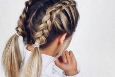 Are you looking for easy hairstyles for short hair??? Why not try half up, half down hairstyles, or braided hairstyles? Messy buns are also pretty hairstyles that go well with short hair. Read this guide to get the best hairstyles for short hair!!! #easyshorthairstyles #hairstylesshorthair #shorthair #messybuns #braids #halfup