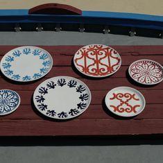 Uno stile che si trasforma, che legge gli elementi del territorio per farne opere d'arte da vivere ogni giorno. È quello dell'oggettistica #ateliercerasarda, fatto di ispirazioni semplici e di grande maestria artigianale. #MediterraneoStyle #ceramics #design #homedesign #homedecor #lifestyle #colours #dishes #miseenplace #interiordesign #creative #madeinitaly #ceramicsofitaly #style #designinspiration #grupporomani #cerasarda #ceramica