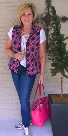 Is not old t-shirt and jeans part one vest pop of color accessorize fashion over for the everyday woman Fall Fashion Outfits, Fall Fashion Trends, 50 Fashion, Look Fashion, Plus Size Fashion, Autumn Fashion, Casual Outfits, Casual Shirts, Casual Jeans