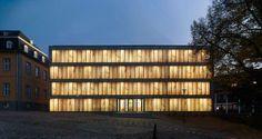 Großformatige Illusion: Folkwang Bibliothek in Essen -DETAIL.de