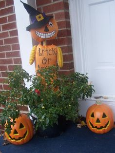 witches curse scarecrows outdoor halloween garden halloween in the garden pinterest gardens scarecrows and outdoor