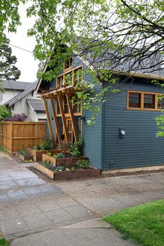 Exterior, Shingles Roof Material, Small Home Building Type, Wood Siding Material, and Gable RoofLine A wood trellis offers coverage and marks the entry to this cottage ADU. Photo 3 of 16 in 8 Modern In-Law Units Tiny Backyard House, Backyard Shade, House Paint Exterior, Exterior House Colors, Exterior Design, Granny Flat, House Painting, Building A House, Pergola