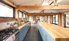 22 Picturesque Kitchen Remodel With Kitchen Skylights Ideas. Splendid Farmhouse Kitchen Remodel comes with Lacquer High Gloss Kitchen Cabinets and Marble Kitchen Table Top High Gloss Kitchen Cabinets, Blue Cabinets, Oak Frame House, Country House Design, Farmhouse Design, Farmhouse Style, Barn Renovation, Timber Frame Homes, Living Room Designs