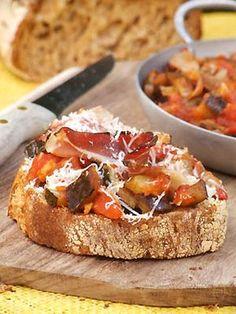 Tartines de ratatouille au four, speck et parmesan - Cuisine Campagne