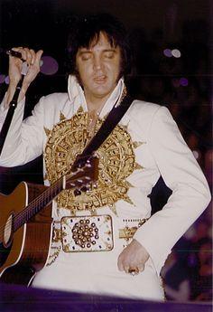 Elvis Aaron Presley: Elvis - february 20, 1977  Charlotte, NC