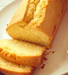 Make this classic English or british cake. Madeira cake loaf in 5 easy steps! Only 6 ingredients, 5 steps and 1 delicious cake! British Baking Show Recipes, Baking Recipes, Dessert Recipes, Flour Recipes, Bread Recipes, English Cake Recipe, English Pound Cake Recipes, 2 Egg Cake Recipe, Modern Kitchens
