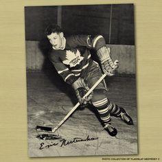 "Эрик Нестеренко Родился: 31.10.1933 г. Амплуа: центральный нападающий Клубы: ""Торонто Мэйпл Лифс"", ""Чикаго Блэкхокс"" (НХЛ), ""Чикаго Кугарс"" (ВХА) Карьера: 1951-1974 г.г. #nhl #icehockey #нхл #хоккей"