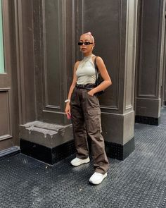 Image may contain: one or more people and people standing Dope Outfits, Casual Outfits, Summer Outfits, Fashion Outfits, Fashion Tips, Fashion Ideas, Mode Streetwear, Streetwear Fashion, Wattpad