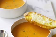 Slow Cooker Cauliflower-Cheese Soup