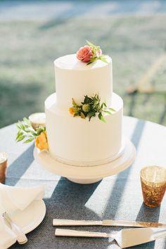 simple organic wedding cake - lauren wells @laurenswells #lwellsevents
