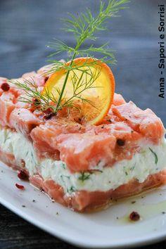 Salmone marinato al arancia e pepe rosa con fiocchi di formaggio all'aneto