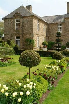 You can create a French country garden in a space as small as a patio or as large as your entire backyard. Although the French country garden takes a lot of maintenance work, the garden has plenty of variation. Beautiful Gardens, Beautiful Homes, Beautiful Places, Formal Gardens, Outdoor Gardens, Dream Garden, Home And Garden, Parks, Enchanted Home