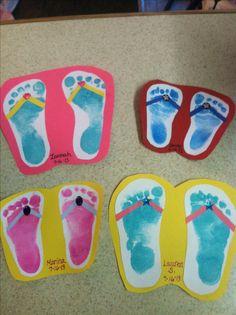 voetafdrukken van de kinderen, op karton plakken en een draadje wol of chenilledraad erdoor.....Slippers!