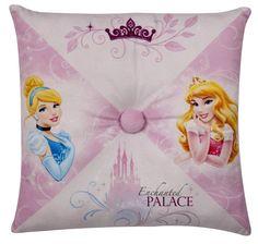 Zet dit kussen van Disney Prinsessen mooi neer op je bed, of ga er lekker mee knuffelen. Dit zachte kussen heeft een afbeelding van Disney Prinsessen en is ongeveer 36 centimeter groot. Afmeting: 100x360x360 mm - Kussen Princess: 36x36 cm