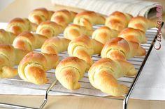 rogaliki drozdzowe z czekolada Scones, Hamburger, Bread, Food, Cupcake, Brot, Essen, Cupcakes, Cupcake Cakes