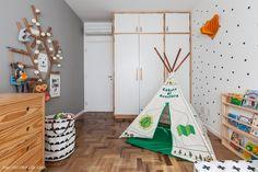 Três quartos coloridos decorados com referências escandinavas. Um é de adulto, o outro de bebê e o terceiro é multiuso. Confira!