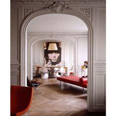 || modernist ❤️|| #portrait #portraitpainting #contemporaryart #parisapartment #parquetryfloor #modernist #midcentury #pantonchairs #interiors #interiordesign #instaart #instadesign #moulding #diningroom #art #artwork #artlovers #gallery #artgallery #decor #pingo_art