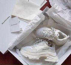 Balenciaga Triple S Triple White Sneakers Mode, Sneakers Fashion, Fashion Shoes, Hype Shoes, Mocassins, Sneaker Heels, Dream Shoes, Shoe Closet, Sock Shoes