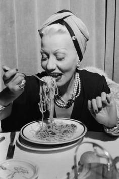 A woman eating spaghetti at the Black & White Festival in Sanremo, Italy, circa 1950. (Photo by Archivio Cameraphoto Epoche/Getty Images)