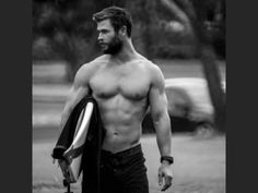 I need to learn to surf! Chris Hemsworth Shirtless, Liam Hemsworth, Pretty Men, Gorgeous Men, Beautiful, Greek Men, Hemsworth Brothers, Hottest Male Celebrities, Le Male