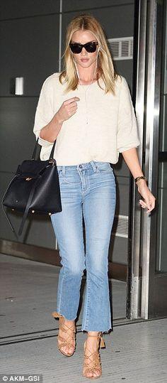 629cc887850 Rosie Huntington Whiteley - Chic street fashion look inspiration  Vestimentaire, Mode Jeans, Mannequins,