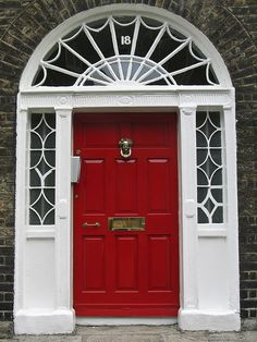 We have this style front door. Need to paint door red. A thousand times yes.