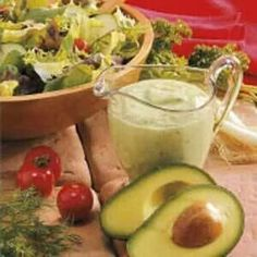 Avocado Salad Dressing (low fat, low carb, and totally yummy!) a salad dressing I might actually eat! Salad Dressing Recipes, Salad Recipes, Avocado Dressing, Salad Dressings, Avocado Recipes, Think Food, I Love Food, Avocado Salat, Ripe Avocado